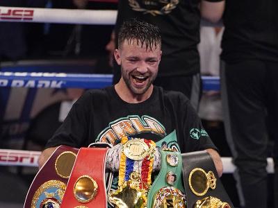 Josh Taylor obhájil opasky organizácií WBA, IBF a súperovi vzal tituly verzií WBC a WBO