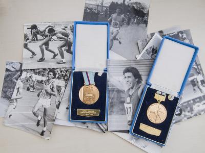 Na snímke medaily a fotografie slovenského atléta Jozefa Lenčéša.