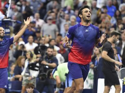 Kolumbijskí tenisti Juan Sebastian Cabal a Robert Farah sa tešia po zisku titulu na US Open