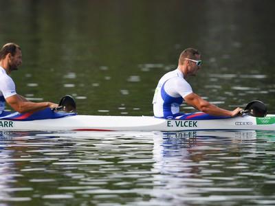 Slovenskí reprezentanti v rýchlostnej kanoistike Erik Vlček a Juraj Tarr