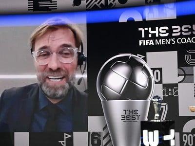Na snímke tréner Liverpoolu Jürgen Klopp počas videorozhovoru po tom, čo získal cenu pre najlepšieho trénera
