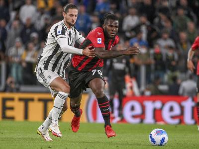 Franck Kessie a Adrien Rabiot v súboji o loptu