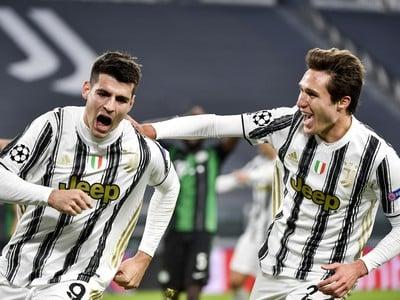 Álavaro Morata (vľavo) sa raduje z gólu