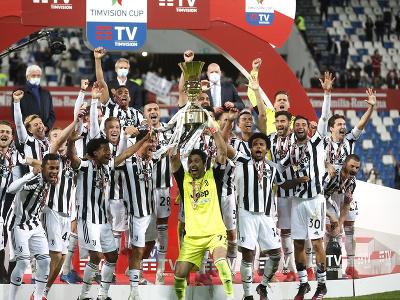 Hráči Juventusu oslavujú triumf