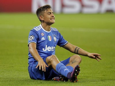 Paulo Dybala na trávniku