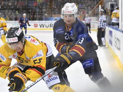 Hráč Kuopia Lasse Lappalainen(vľavo)