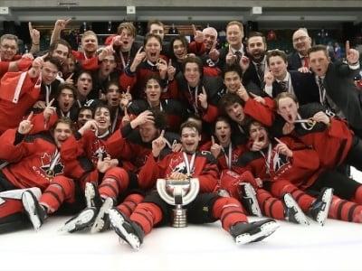 Kanadskí hokejisti ovládli MS
