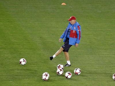 Karel Jarolím počas tréningu