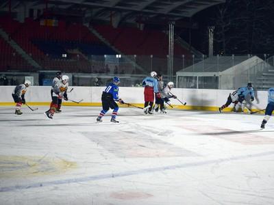 Herná situácia počas testovacieho zápasu pred víkendovým hokejovým podujatím Kaufland Winter Classic Games