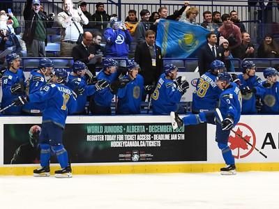 Kazašskí hokejisti si udržali