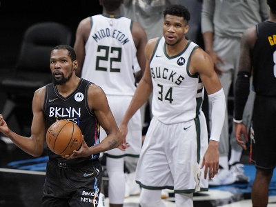 Kevin Durant s loptou