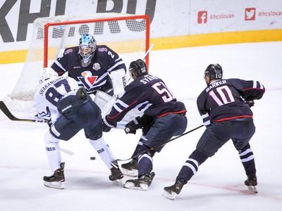 Zľava: Egor Sharangovich z
