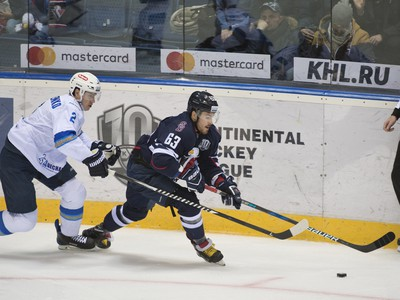 Roman Savčenko a Patrik Lamper v súboji o puk