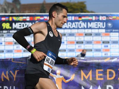 Marek Hladík na obrátke v polovici trate maratónu