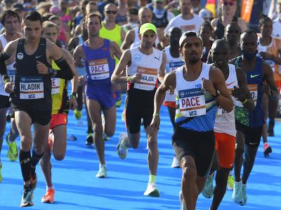Štart hlavnej skupiny bežcov 98. ročníka Medzinárodného maratónu mieru (MMM) v Košiciach