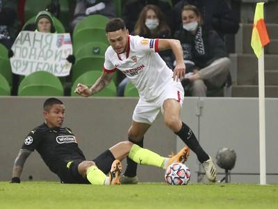 Cristian Ramirez a Lucas Ocampos v súboji