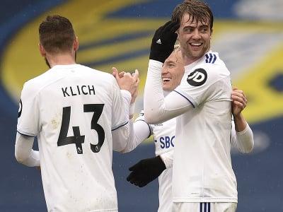 Futbalisti Leeds United oslavujú gól
