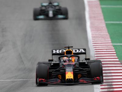 Max Verstappen pred Lewisom Hamiltonom