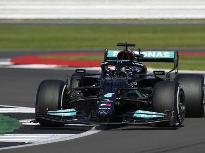 Lewis Hamilton víťazom Veľkej