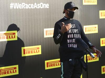 Lewis Hamilton v mikine