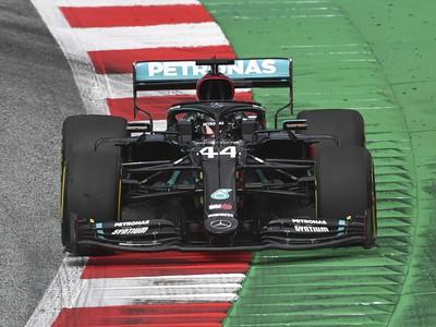 Britský pilot formuly 1 a obhajca titulu Lewis Hamilton na Mercedese