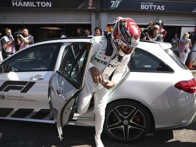 Britský jazdec F1 Lewis Hamilton zo stajne Mercedes