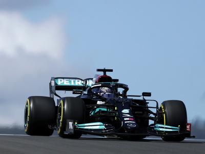 Lewis Hamilton v tréningu