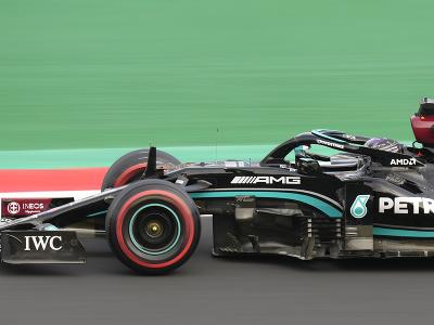 Britský jazdec Lewis Hamilton počas tréningu na VC Turecka