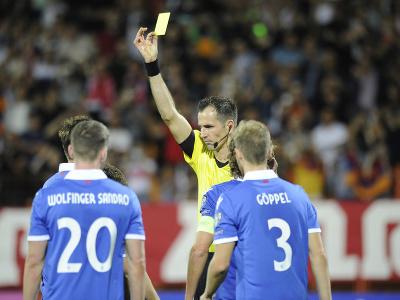 Aron Sele dostáva žltú kartu