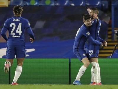 Hráči Chelsea oslavujú gól