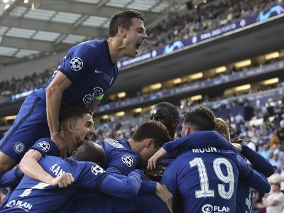 Hráči Chelsea sa radujú z gólu