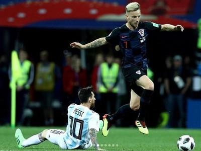Lionel Messi a Ivan Rakitič v pamätnom súboji
