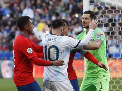 Lionel Messi v potýčke