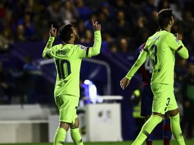 Lionel Messi oslavuje po