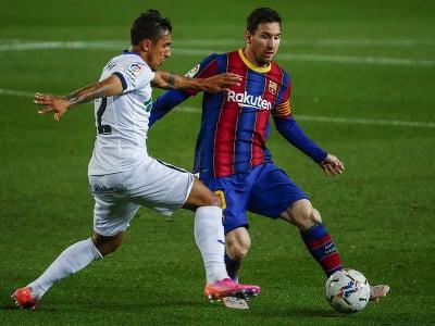 Lionel Messi (vpravo) v akcii