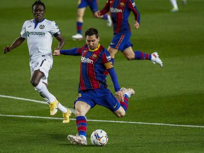 Lionel Messi páli na bránu