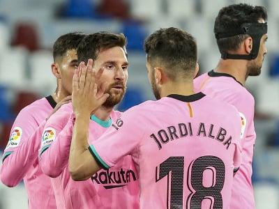 Lionel Messi (v strede) oslavuje gól