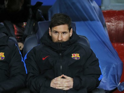 Lionel Messi sedí na