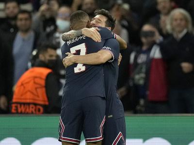 Lionel Messi a Kylian Mbappé oslavujú gól