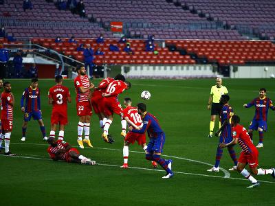 Lionel Messi zahráva priamy