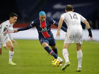 Hráči Lorientu bránia Kyliana