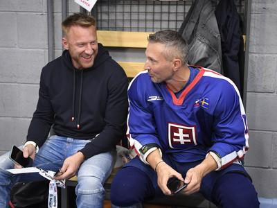 Na snímke slovenské hokejové legendy, zľava Marián Hossa a Ľubomír Višňovský