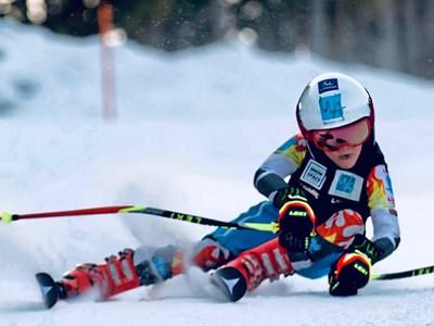 Luca Stocker udivuje lyžiarsky
