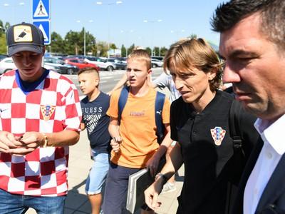 Luka Modrič v obkolesení fanúšikov