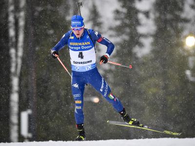 Taliansky biatlonista Lukas Hofer