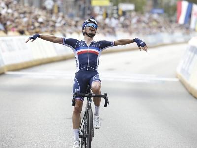 Julian Alaphilippe obhájil titul majstra sveta