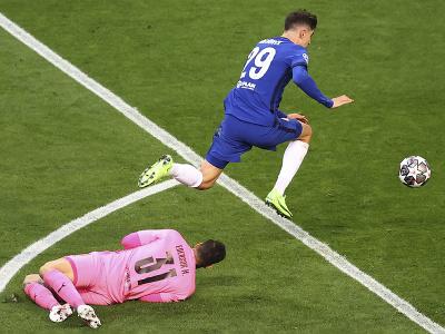 Kai Havertz obchádza brankára Edersona a strieľa gól