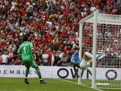 Prekrásny futbalový moment zachytil