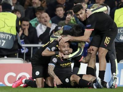 Hráči Manchestru City oslavujú