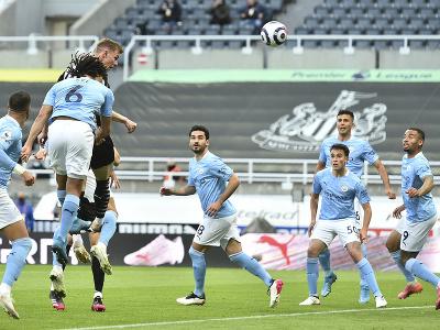 Hráči Manchestru City v súboji s Newcastlom